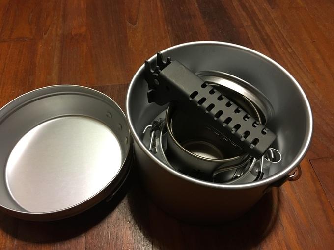 DUGの焚火缶Mにトランギアのケトル0.6Lをスタッキング