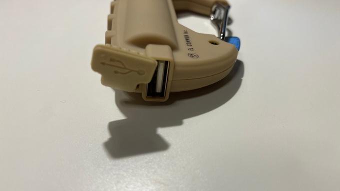 カラビナバッテリー USB口