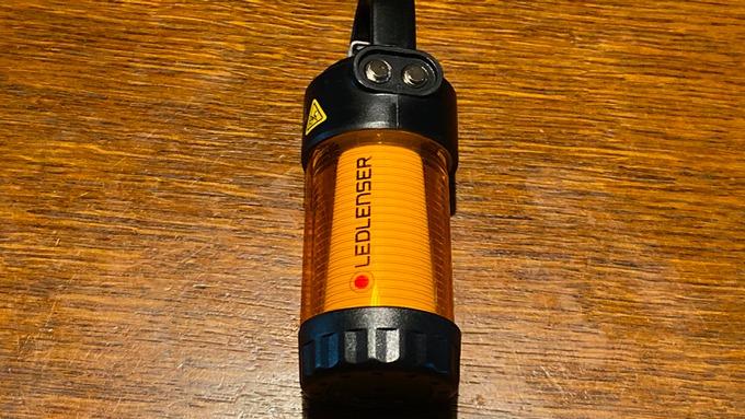 LEDLENSER レッドレンザー ML4 アンバーグローブ 装着2