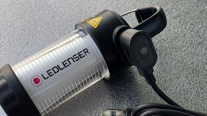LEDLENSER レッドレンザー ML4 充電ケーブル装着