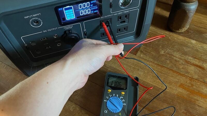 BLUETTI ポータブル電源 EB70 ボルト数
