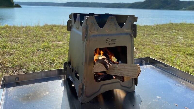 ZEN Camps チタン製ウッドストーブ Fire Garden S 焚き火 背景海