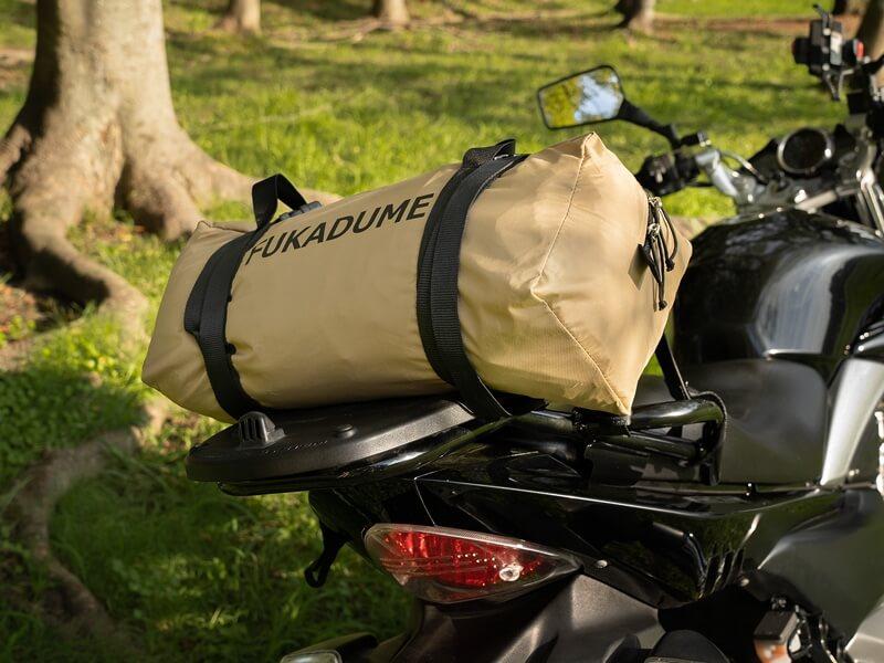 フカヅメフライ バイクの後ろに乗せる