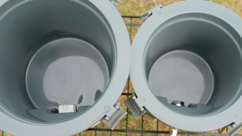 スタンレー ウォータージャグ 3.8Lと7.5L 中比較